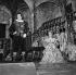 """""""Cyrano de Bergerac"""", pièce d'Edmond Rostand. Jean Piat et Geneviève Casile. Paris, Comédie-Française, février 1964. © Studio Lipnitzki / Roger-Viollet"""