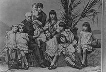 Ferdinand de Lesseps ( 1805-1894 ), diplomat and French administrator, with the family. HRL-609785 © Collection Harlingue / Roger-Viollet