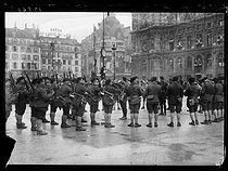 World War One. Band of Chasseurs Alpins at Paris city hall for the visit of the King Emmanuel III of Italy (1869-1947). Paris, on December 20, 1918. © Excelsior – L'Equipe/Roger-Viollet