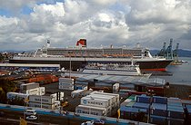 """Fort-de-France (Martinique). The """"Queen Mary 2"""" in the port. March 2004. © Roger-Viollet"""
