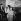 Edith Piaf et son ami le jeune peintre américain Doug Davies à Orly en 1959. © Claude Poirier / Roger-Viollet