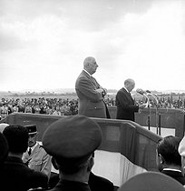 Speech by the French writer Maurice Genevoix, standing beside French President General De Gaulle at the Butte de Chalmont (Aisne), upon the 50th anniversary of Foch's counter-offensive against Ludendorff. July 18, 1968. © LAPI/Roger-Viollet