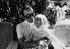 Charles Aznavour (1924-2018), auteur-compositeur-interprète et acteur français d'origine arménienne, tenant une de ses filles dans ses bras, 1965-1970. © Alinari / Roger-Viollet