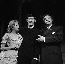 """L'Etonnant Pennypacker"" by Liam O'Brien. Director: Jean-Pierre Grenier. Anne Doat, Jean Rochefort and Jacques Morel. Paris, théâtre Marigny, December 1958. © Studio Lipnitzki/Roger-Viollet"