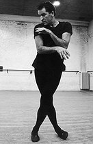 Maurice Béjart (1927-2007), French dancer and choreographer, in the 1960's. © Jean-Régis Roustan/Roger-Viollet