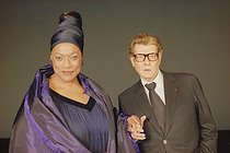 Jessye Norman (1945-2019), American opera singer, and Yves Saint Laurent (1936-2008), French fashion designer. Paris, on September 18, 2001. © Colette Masson / Roger-Viollet