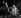 """Freddie Mercury (1946-1991), chanteur britannique, et Monserrat Caballe (née en 1933), cantatrice espagnole, interprétant leur chanson """"Barcelona"""" pour fêter l'arrivée du drapeau olympique en provenance de Séoul. Barcelone (Espagne), parc Montjuïc, 9 octobre 1988. © Tim Ockenden / PA Archive / Roger-Viollet"""