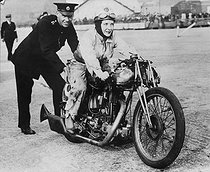 Woman taking part in the Brooklands motorcycle race. England, circa 1930. © Photo Rap / Roger-Viollet
