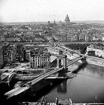 The pont Louis-Philippe. Panoramic view from the bell tower of the Saint-Gervais church. Paris, circa 1860. Detail from a stereoscopic view. © Léon et Lévy/Roger-Viollet
