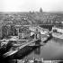 Le pont Louis-Philippe, vue panoramique prise du clocher de l'église Saint-Gervais. Paris, vers 1860. Détail d'une vue stéréoscopique. © Léon et Lévy/Roger-Viollet