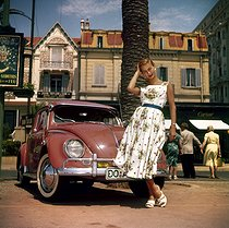 Volkswagen Beetle car. Cannes (Alpes-Maritimes), 1960's. © Ray Halin/Roger-Viollet
