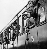 Colonies de vacances. Départ en train. © Roger-Viollet