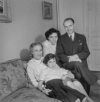 Maurice Genevoix (1890-1980), French writer, with his family Paris, 1954. © Boris Lipnitzki / Roger-Viollet