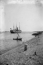 View of the Suez Canal (Egypt). © Collection Harlingue / Roger-Viollet