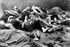 Guerre 1939-1945. Prisonniers s'éteignant sur le sol du camp de concentration d'Auschwitz (Pologne), 1945. © Ullstein Bild/Roger-Viollet