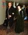 Johnny Cash (1932-2003), chanteur et musicien américain, et sa femme June Carter (1929-2003), chanteuse américaine, à l'aéroport Heathrow. Londres (Angleterre), 7 avril 1992. © TopFoto / Roger-Viollet