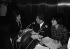 Régine, chanteuse française, dans les studios de RTL pendant une émission animée par Philippe Bouvard et Anne-Marie Peysson. 1968. © Noa / Roger-Viollet