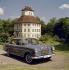 Automobile Mercedes 230 SE. Années 1960.  © Ray Halin/Roger-Viollet