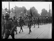 "World War I. Parade of US troops arriving in Paris, early July 1917. Photograph published in the newspaper ""Excelsior"", early July 1917. © Excelsior – L'Equipe/Roger-Viollet"