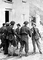 World War II. Battle of Normandy. Captain Gille, president of the Calvados Liberation Committee, greeting the first British soldiers entering Caen (France), on July 10, 1944. © Roger-Viollet