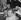 John Osborne (1929-1994), auteur dramatique, scénariste et acteur britannique, lors d'un sitting contre la bombe atomique à Trafalgar Square. Londres (Angleterre), 17 septembre 1961. © TopFoto / Roger-Viollet