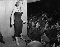 Korean War (1950-1953). Marilyn Monroe, American actress, during a tour in the front. On February 17, 1954. © US National Archives / Roger-Viollet