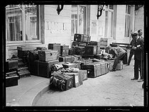 "Preliminary Peace Conference during which the Allies have presented their definitive conditions for peace to the German delegates. Luggage of the German delegates at the Hôtel des Réservoirs. Versailles (France), on June 16, 1919. Photograph published in the newspaper ""Excelsior"" on Tuesday, June 17, 1919. © Excelsior - L'Equipe / Roger-Viollet"