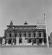World War II. France under the German occupation. The Paris Opera some days before the liberation of city. Paris (IXth arrondissement), August 1944. Photograph by Jean Roubier (1896-1981). © Fonds Jean Roubier/Roger-Vio