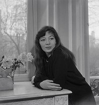Juliette Gréco (born in 1927), French singer and actress, at her place. Paris, 1951. © Boris Lipnitzki/Roger-Viollet
