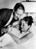 Audrey Hepburn, Mel Ferrer et leur fils Sean, 23 juillet 1960. © TopFoto / Roger-Viollet