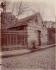 """""""Belleville, ancien regard, 47 rue des Cascades"""", Paris (XXème arr.), 1901. Photographie d'Eugène Atget (1857-1927). Paris, musée Carnavalet. © Eugène Atget / Musée Carnavalet / Roger-Viollet"""