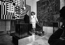 Mrs Claude Pompidou (1912-2007), wife of Georges Pompidou (1911-1974), President of the French Republic, visiting the Vasarely museum with Victor Vasarely (1908-1997), Hungarian-born French painter. Gordes (France), 1970. Photograph by Georges Kelaïditès (1932-2015). © Georges Kelaïditès / Roger-Viollet