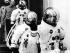 Equipage américain de la mission Apollo 13. Jack Swigert (1931-1982), James Lovell (né en 1928) et Fred Haise (né en 1933). En arrière-plan : Donald Slayton (1924-1993). Centre spatial Kennedy, Floride (Etats-Unis), 11 avril 1970. © TopFoto/Roger-Viollet