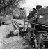 """Diana Rigg (née en 1938), actrice anglaise, lors du tournage de la série """"The Avengers"""" (""""Chapeau melon et bottes de cuir""""). Leicestershire (Angleterre), 4 avril 1965. © PA Archive/Roger-Viollet"""