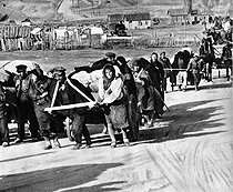 World War II. Russian front. Russian civilians fleeing from the city during the battle of Stalingrad. September-October 1942. © Roger-Viollet