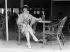 Femme à la terrasse d'un café sur les planches de Deauville. 1925-1930. © Maurice-Louis Branger / Roger-Viollet
