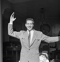 Rentrée à Paris. Charles Trenet (1913-2001), chanteur et auteur-compositeur français, février 1941. Photographie d'André Zucca (1897-1973). Bibliothèque historique de la Ville de Paris. © André Zucca / BHVP / Roger-Viollet