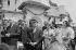 Evènements de mai-juin 1968. Voyage du général Charles de Gaulle (1890-1970) en Roumanie, il est reçu par le Président du Conseil d'Etat roumain Nicolae Ceausescu (1916-1989). Accompagnés de leur épouse Yvonne de Gaulle (1900-1979) et Elena Ceausescu (1916-1989), de Craiova à Bucarest. Roumanie, 17 mai 1968. Photographie de Bernard Charlet. Fonds France-Soir. Bibliothèque historique de la Ville de Paris. © Bernard Charlet / Fonds France-Soir / BHVP / Roger-Viollet