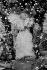 """Line Renaud (née en 1928), chanteuse et meneuse de revue française, interviewée par le journaliste français Yves Mourousi, lors de son spectacle """"Parisline"""". Casino de Paris, 1976-1979. © Jacques Cuinières / Roger-Viollet"""