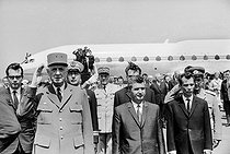 "Events of May-June 1968. General Charles de Gaulle (1890-1970), President of the French Republic, during an official visit in Romania, greeted by Nicolae Ceausescu (1918-1989), Romanian statesman. Bucarest (Romania), Baneasa airfield on May 14, 1968. Photograph by Bernard Charlet, from the collections of the French newspaper ""France-Soir"". Bibliothèque historique de la Ville de Paris. © Bernard Charlet / Fonds France-Soir / BHVP / Roger-Viollet"