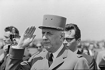"Events of May-June 1968. General Charles de Gaulle (1890-1970), President of the French Republic, during an official visit in Romania. Bucarest (Romania), Baneasa airfield, on May 14, 1968. Photograph by Bernard Charlet, from the collections of the French newspaper ""France-Soir"". Bibliothèque historique de la Ville de Paris. © Bernard Charlet / Fonds France-Soir / BHVP / Roger-Viollet"