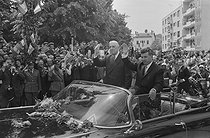 """Events of May-June 1968. Charles de Gaulle (1890-1970), President of the French Republic, during a visit in Romania, greeted by Nicolae Ceausescu (1916-1989), Romanian statesman. From Craiova to Bucharest (Romania), on May 17, 1968. Photograph by Bernard Charlet, from the collections of the French newspaper """"France-Soir"""". Bibliothèque historique de la Ville de Paris. © Bernard Charlet / Fonds France-Soir / BHVP / Roger-Viollet"""