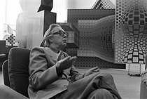 Victor Vasarely (1906-1997), Hungarian-born French painter and visual artist. France, in the 1970's. © Jacques Cuinières / Roger-Viollet