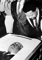 Rev . Martin Luther King. Personalities. Mono Negative. Atlanta : The Rev . Hosea Williams , one of Dr Martin Luther King's chief aides in his civil rights battles , bends over to get a close look at Dr King's body as it lay in state at Sister's Chapel at Spellman College . Today it was transferred to Ebenezer Baptist Church for a further period of lying in state .8 April 1968. 19680408. © TopFoto / Roger-Viollet