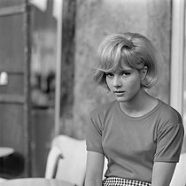 """D'où viens-tu Johnny ?"", film by Noël Howard. Sylvie Vartan. France, 1963. Photograph by André Grassart (born in 1935), from the collections of the French newspaper ""France-Soir"". Bibliothèque historique de la Ville de Paris. © André Grassart / BHVP / Roger-Viollet"