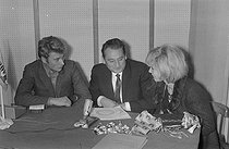 "Europe n°1, French radio station. Program hosted by F. Waldner with Johnny Hallyday and Sylvie Vartan, French singers, on December 31, 1963. Photograph by André Grassart (born in 1935), from the collections of the French daily newspaper ""France-Soir"". Bibliothèque historique de la Ville de Paris. © André Grassart / BHVP / Roger-Viollet"