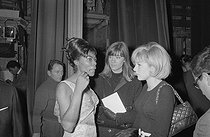 "Françoise Hardy (born in 1944) and Sylvie Vartan (born in 1944), attending a performance of the Surfs, pop music band from Madagascar. Paris, on December 12, 1963. Photograph by André Grassart (born in 1935), from the collections of the newspaper ""France Soir"". Bibliothèque historique de la Ville de Paris. © André Grassart / BHVP / Roger-Viollet"