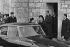 Anniversaire de la naissance du général de Gaulle (1890-1970). Yvonne de Gaulle (1900-1979), épouse de Charles de Gaulle (1890-1970) à la sortie de la messe. Colombey-les-Deux-Églises. 22 novembre 1970. Photographie de Bernard Charlet, Jacques Boissay. Fonds France-Soir. Bibliothèque historique de la Ville de Paris. © Boissay,Charlet / BHVP / Roger-Viollet