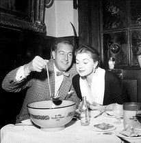Personalities. Mono Negative. Esther Williams and her husband Ben Gage, in London. 19991021. © TopFoto / Roger-Viollet