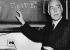 Niels Bohr (1885-1962), physicien danois, enseignant à l'université de Princeton (Etats-Unis), 1956. © Ullstein Bild / Roger-Viollet